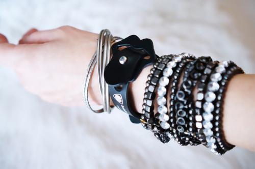 0lip_bk_wrist