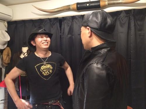 キャスケットがかわいい矢野さんの後ろ姿
